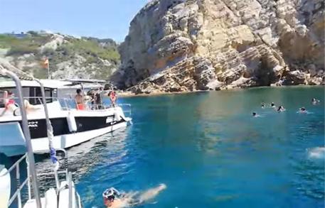 Excursión de snorkel en barco en Jávea